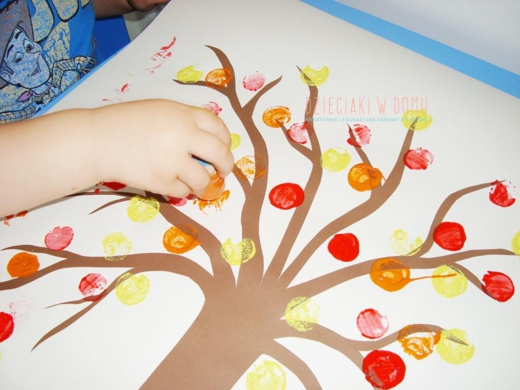 jesienne drzewko ze stempelków - praca plastyczna dla dzieci