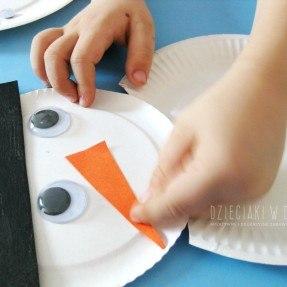 bałwanek z papierowych talerzyków