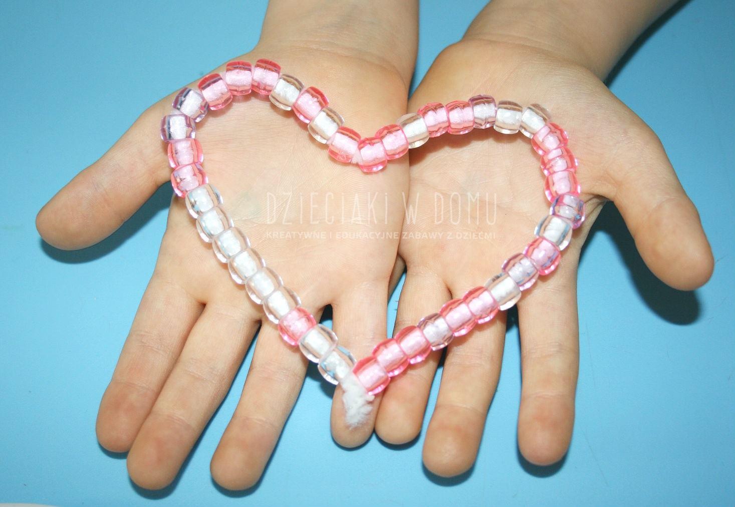 koralikowe serduszka - kreatywna zabawa dla dzieci