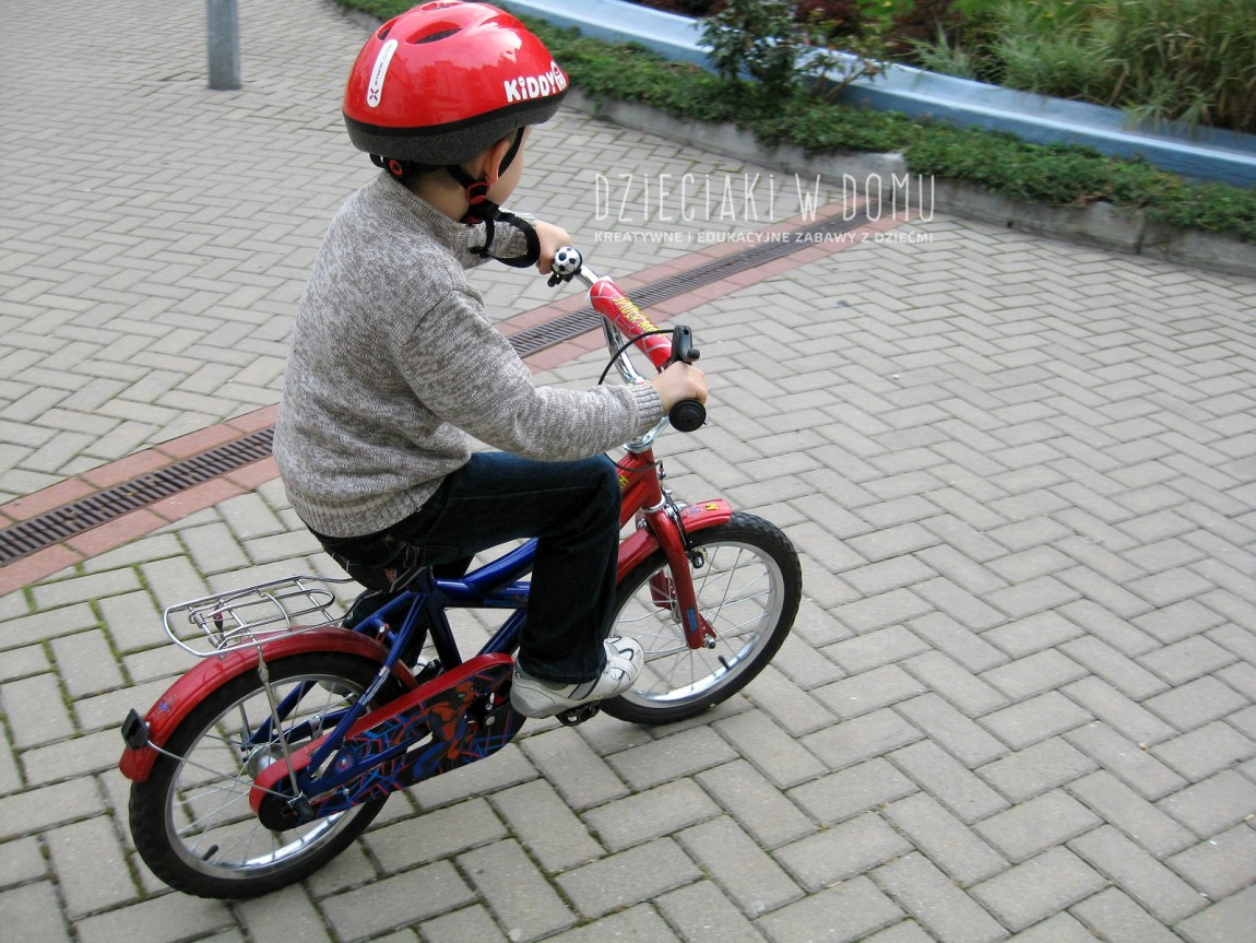 Jak nauczyć dziecko jazdy na rowerze na dwóch kółkach?