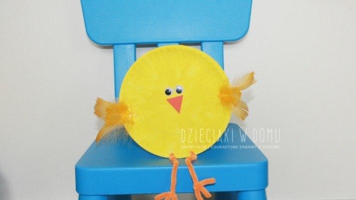 Kurczaczek z papierowego talerzyka