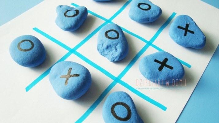 Kółko i krzyżyk z kamieni – gra dla dzieci DIY