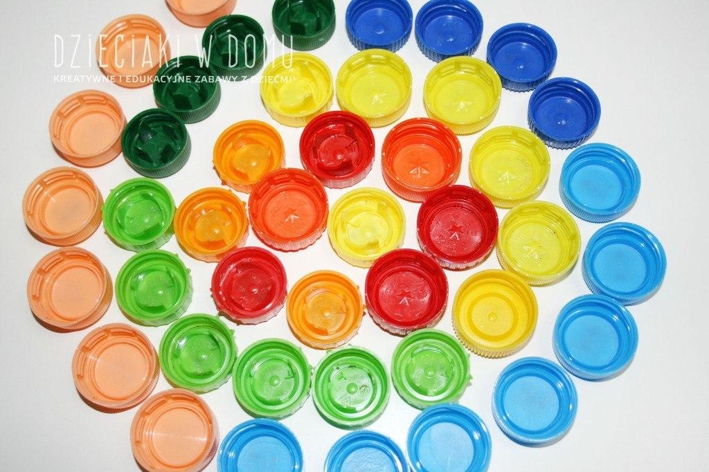 magnesy z nakrętek - zabawka dla dzieci