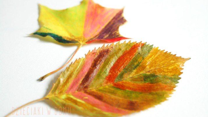 Malowanie liści – jesienna praca plastyczna dla dzieci