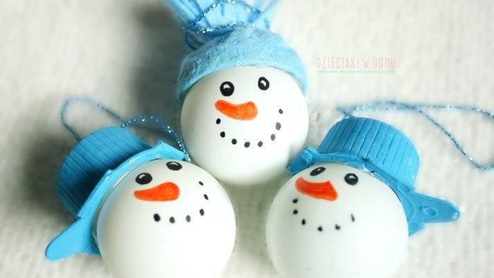 Bałwanki z piłeczek – ozdoby na choinkę DIY