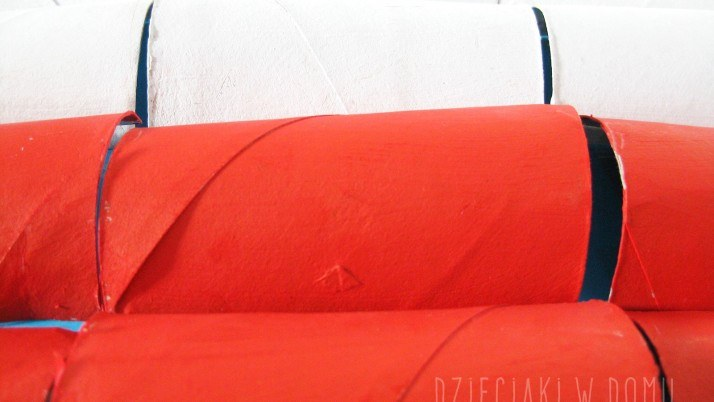Flaga Polski z rolek – praca plastyczna dla dzieci