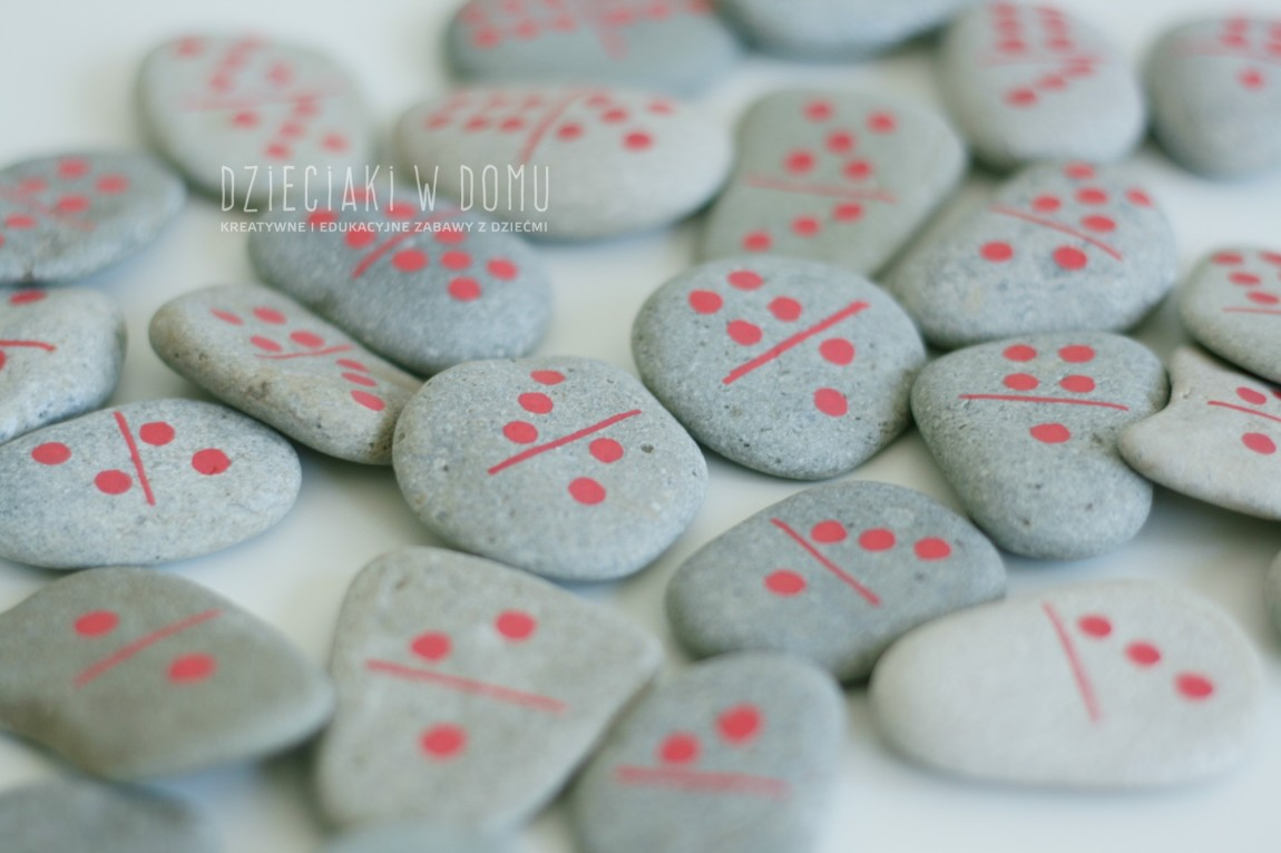 Kamienne domino – pamiątka z wakacji