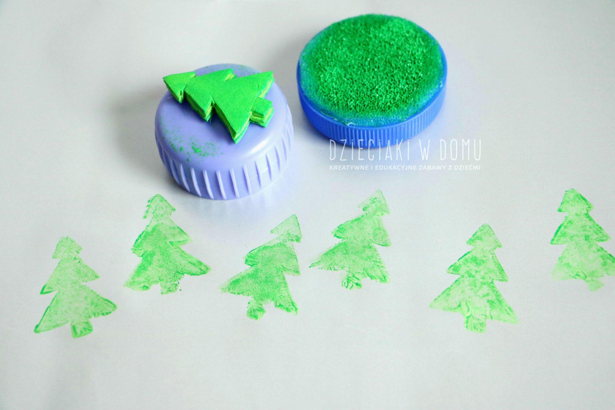 Stempeki dla dzieci zrobione z nakrętek domowym sposobem DIY - zestaw świąteczny - choinka