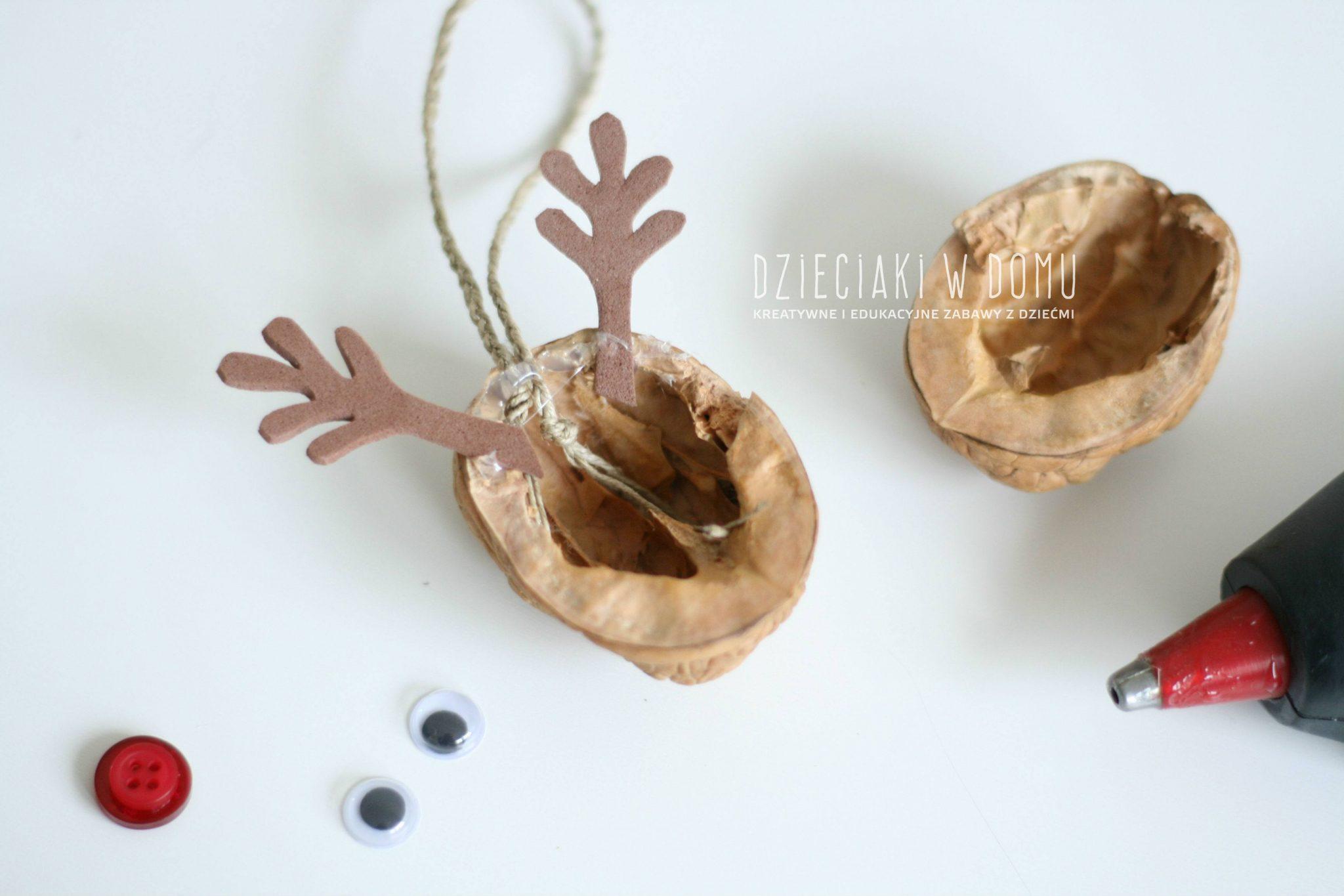 Renifery z orzechów - pomysł na ozdobę choinkową dla dzieci