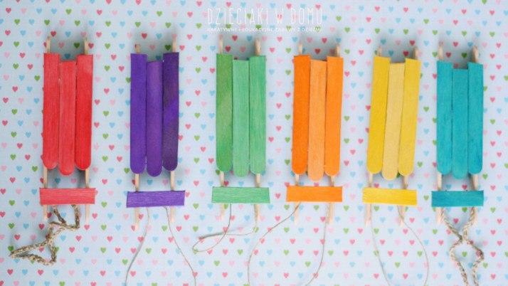 Sanki z patyczków kreatywnych – ozoby na choinkę DIY