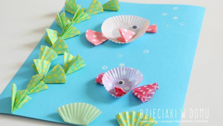 Rybki – praca plastyczna z papilotek na muffiny
