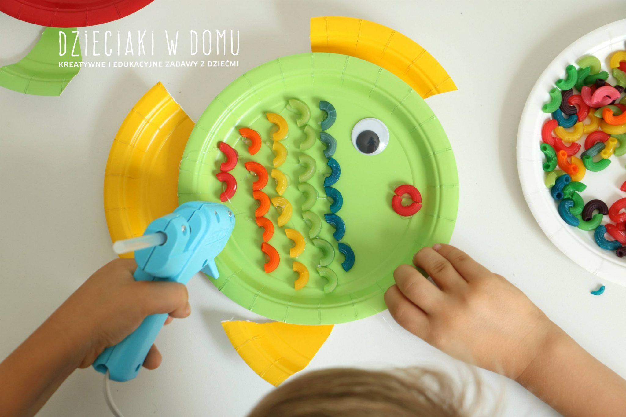 rybki z papierowych talerzyków