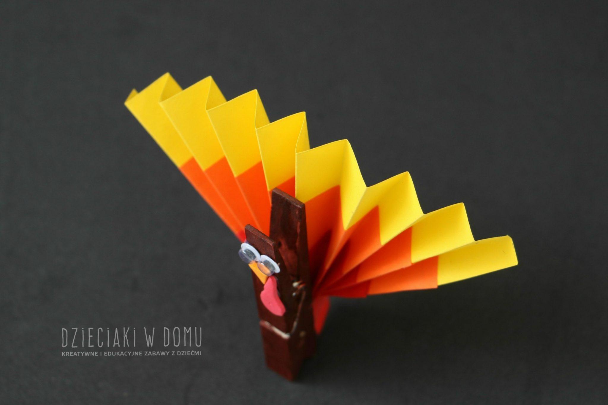 indyk-z-drewnianej-klamerki