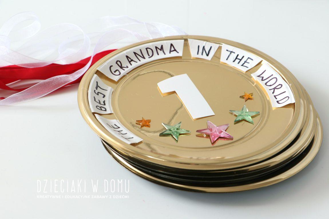 Medal dla babci i dziadka – pomysł na prezent zrobiony przez dzieci