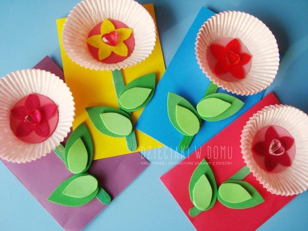 kwiatki z papilotek - pomysł na laurkę