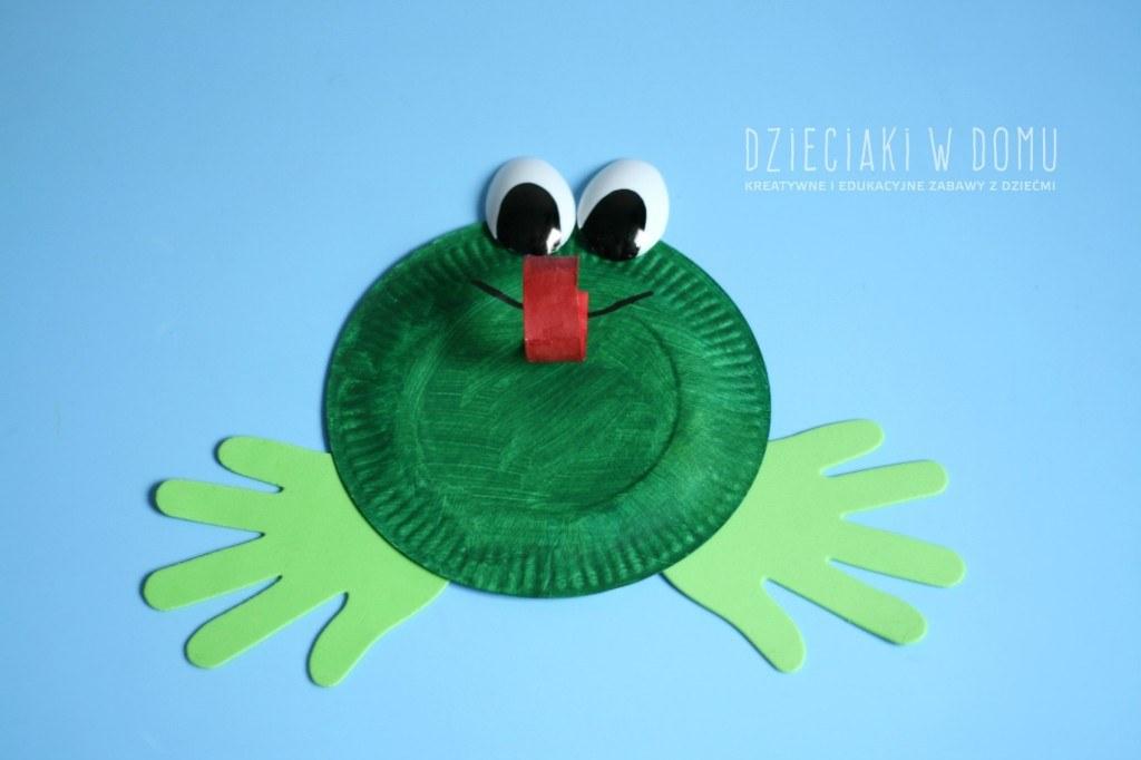 żaba z papierowego talerzyka