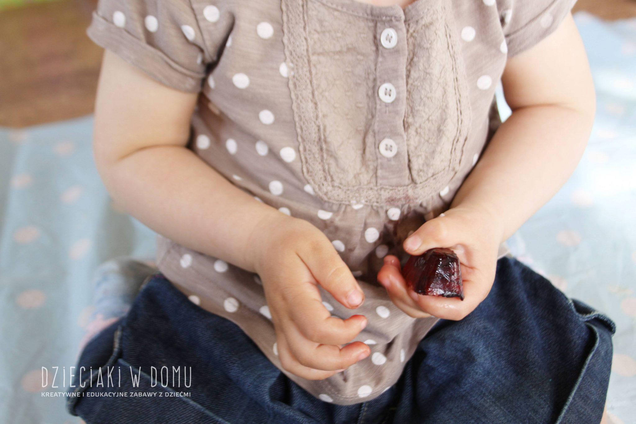 Lód pełen kolorów, smaku i faktur - zabawa sensoryczna dla maluchów