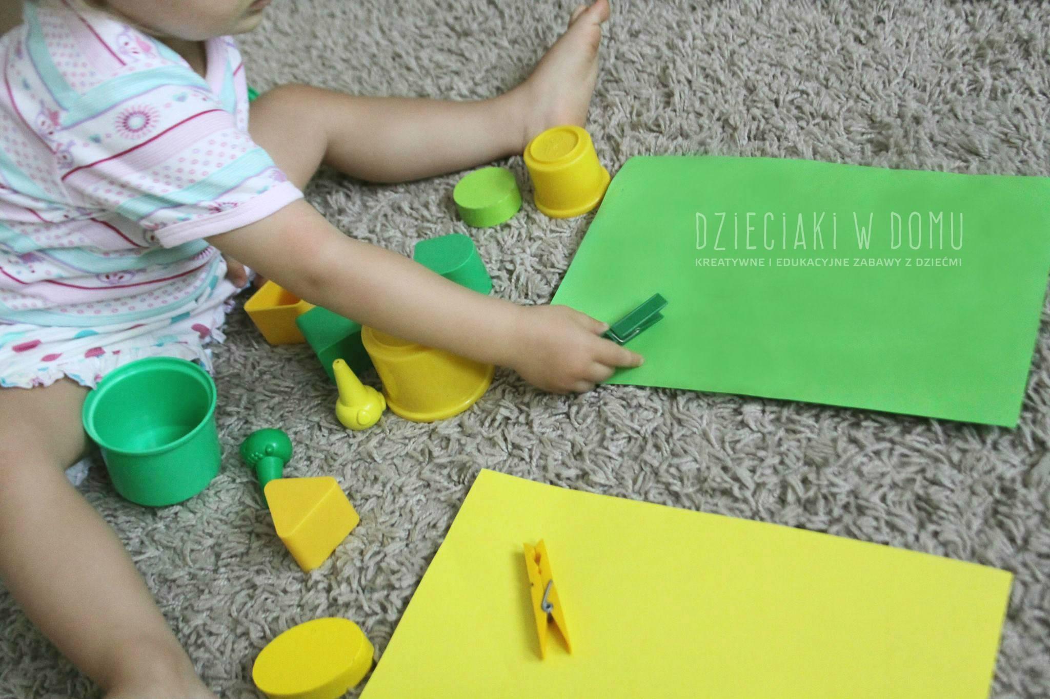 segregowanie według koloru - zabawa dla dzieci