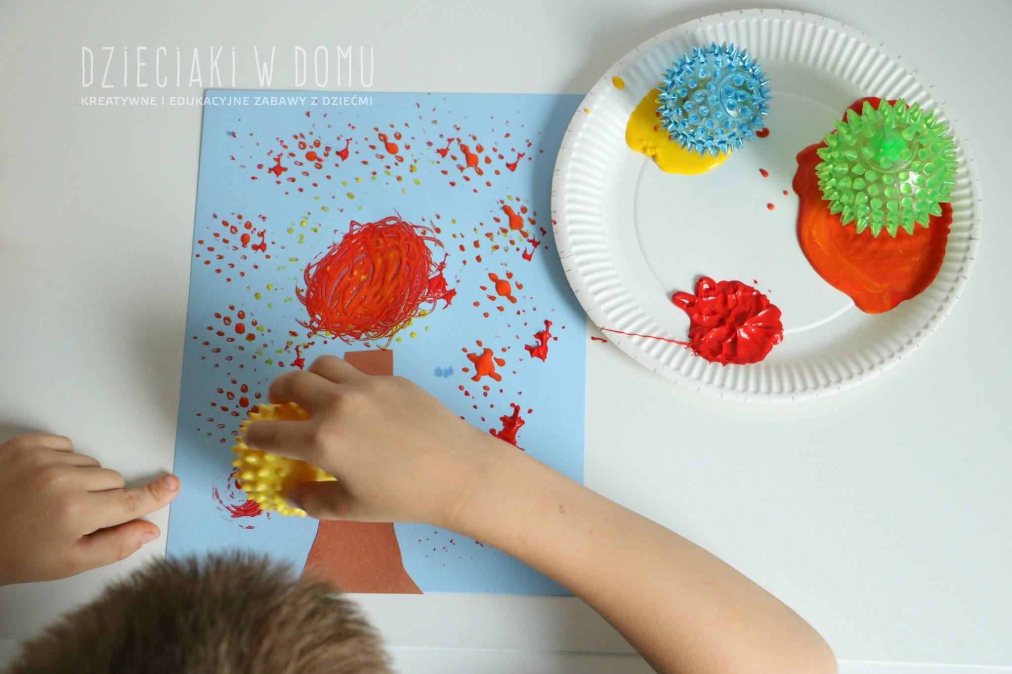 jesienne drzewo malowane piłeczkami - praca plastyczna dla dzieci