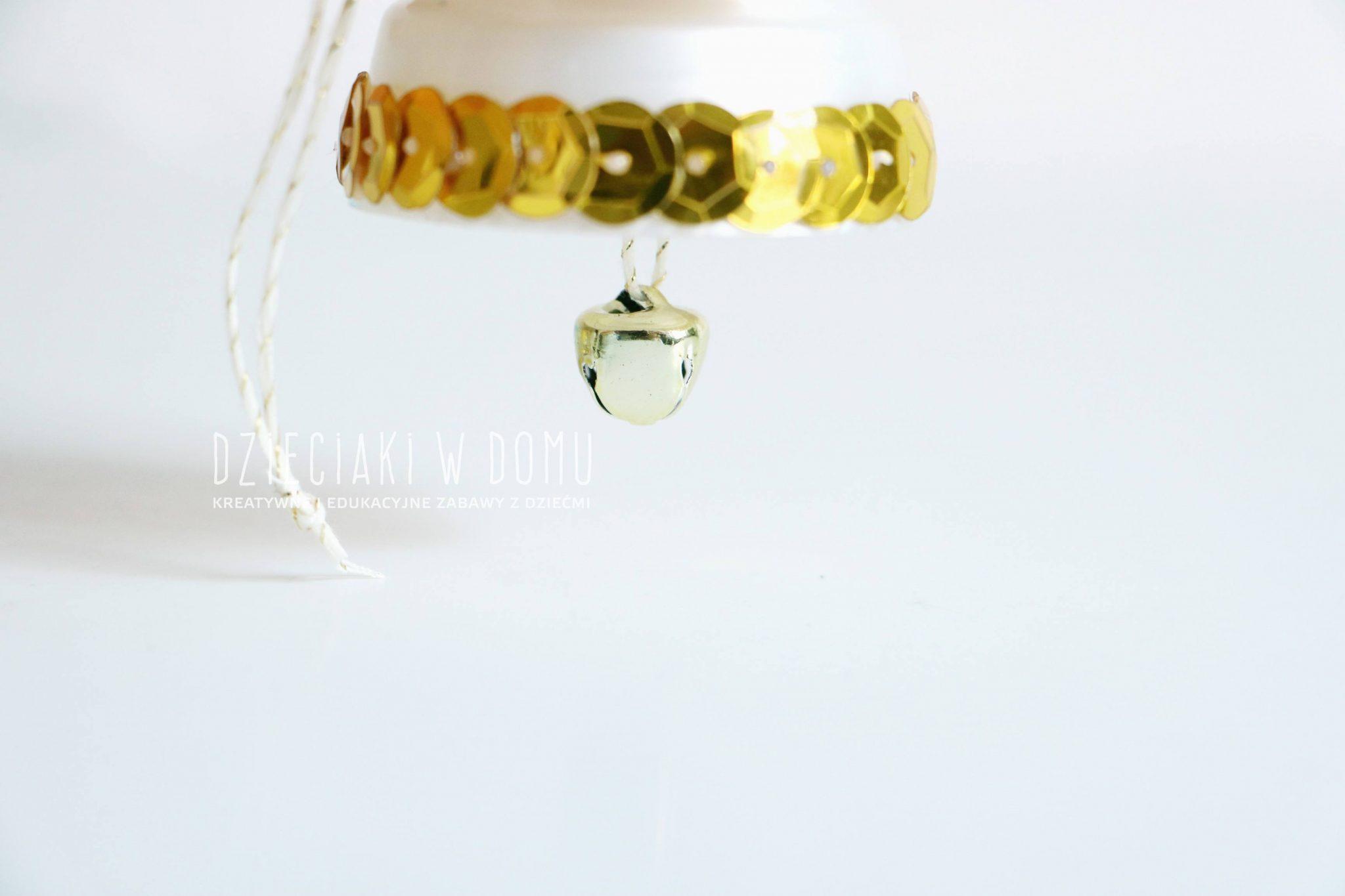 dzwoneczek z nekrętki - ozdoba choinkowa DIY