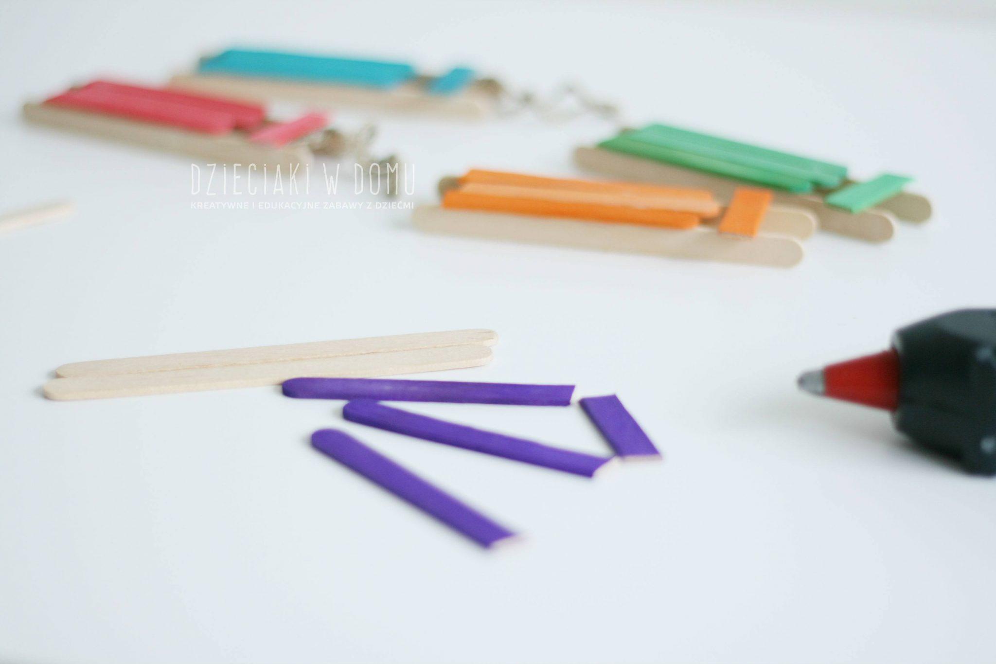 Sanki z patyczków kreatywnych - ozoby na choinkę DIY
