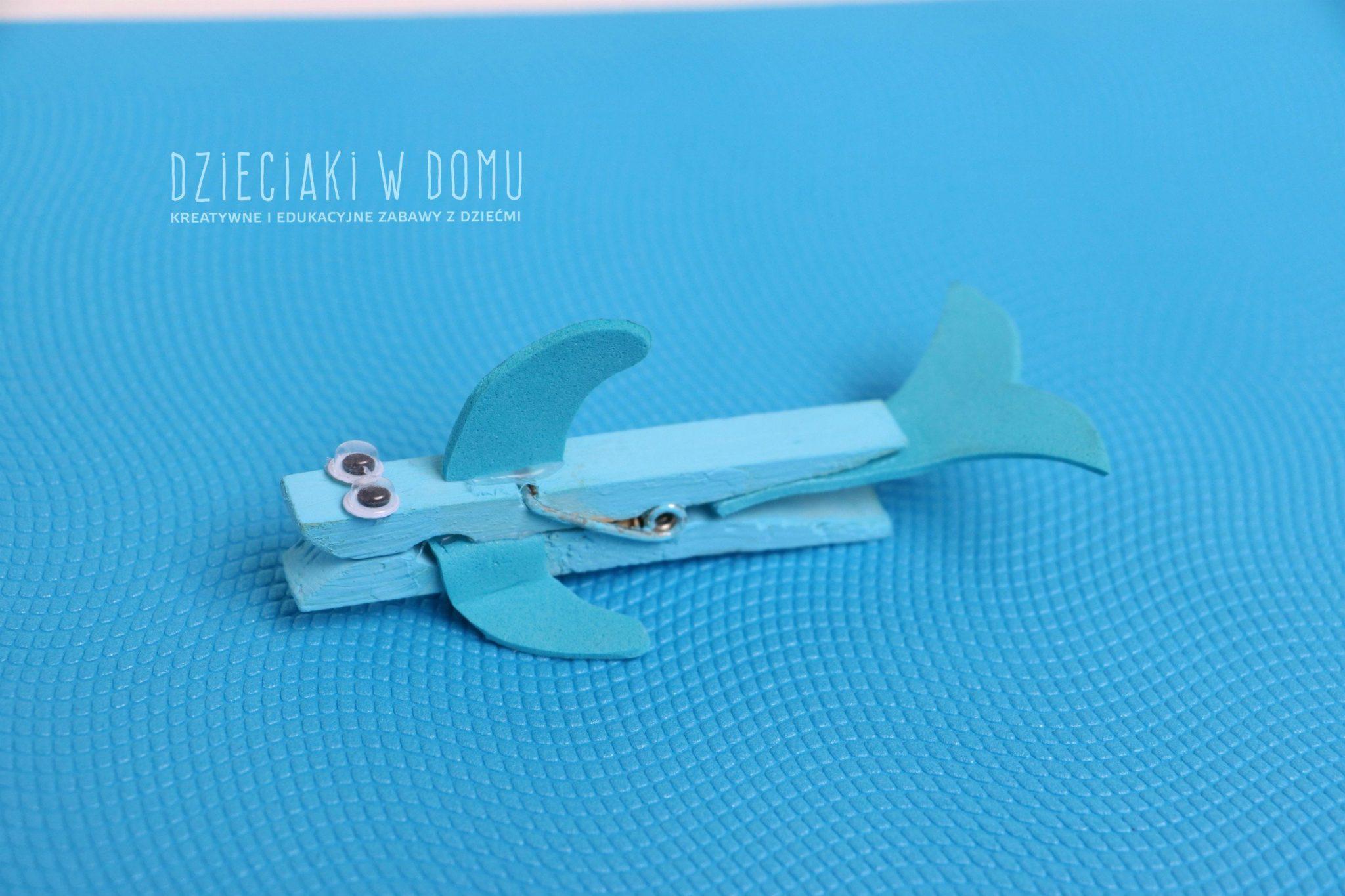 delfin z drewnianej klamerki