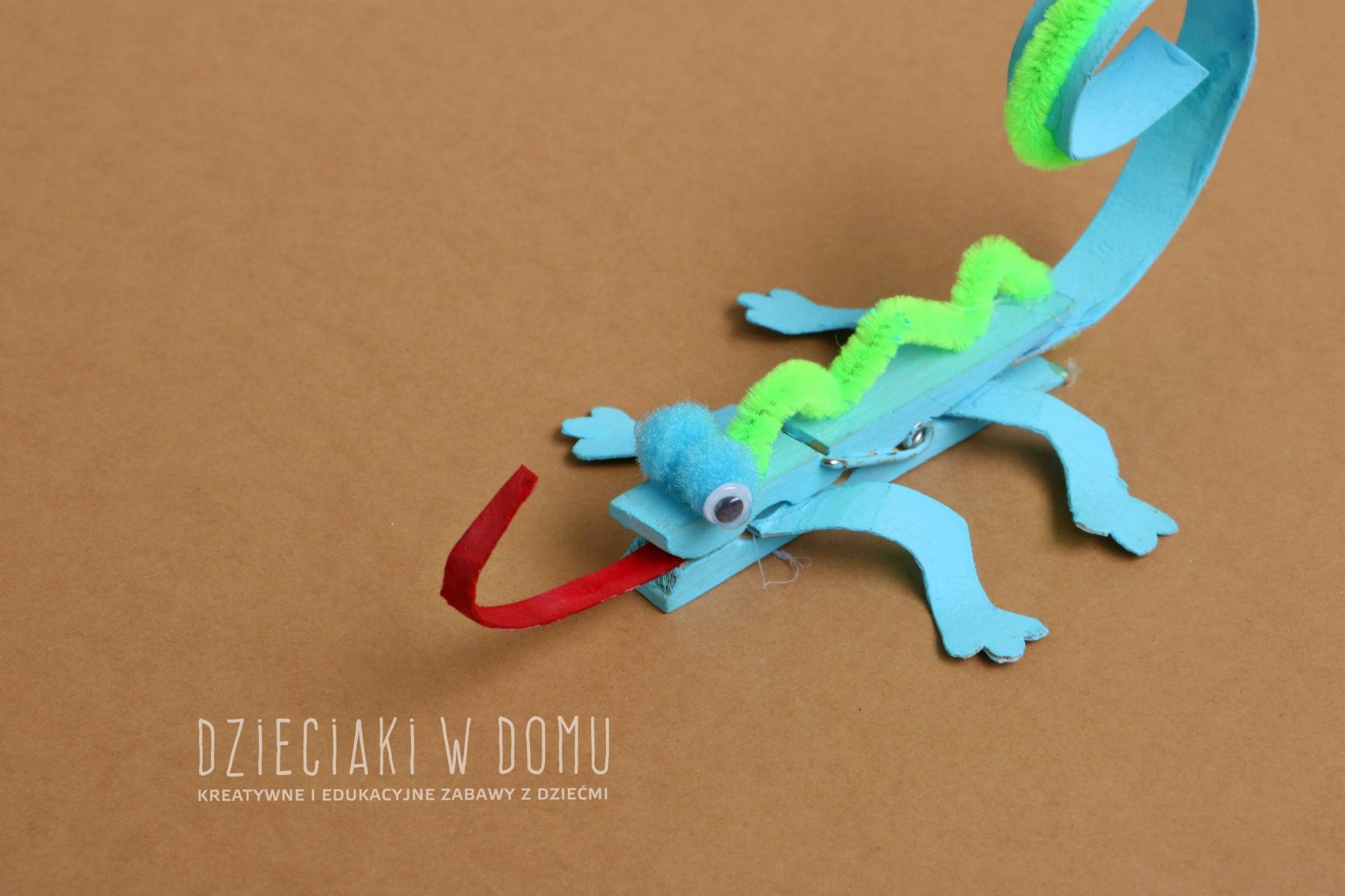 kameleon z drewnianej klamerki